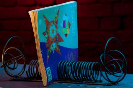 Подставка под книги